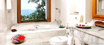 ocean-suite-jacuzzi.jpg