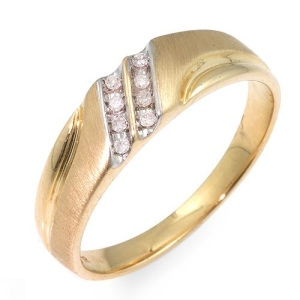 Ring With Genuine Diamonds Beautifully Crafted in Yellow Gold