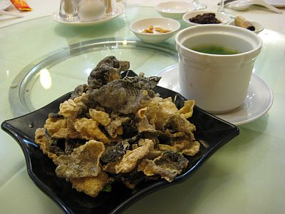 Starter : Fried Fish Skin with Broth dip