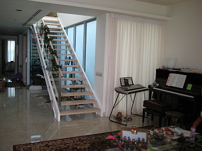The staircase up to more bedrooms and the private jacuzzi...